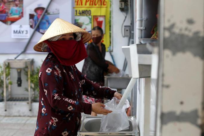 """Báo nước ngoài đưa tin về """"ATM gạo"""" của Việt Nam - Ảnh 1."""