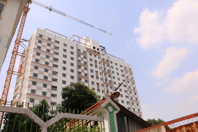 Không tháo dỡ 2 tầng vi phạm ở Tân Bình Apartment - Ảnh 1.
