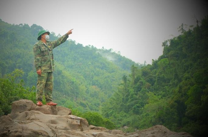 CLIP: Lính biên phòng băng rừng, lội suối chặn dịch Covid-19 nơi biên giới - Ảnh 11.