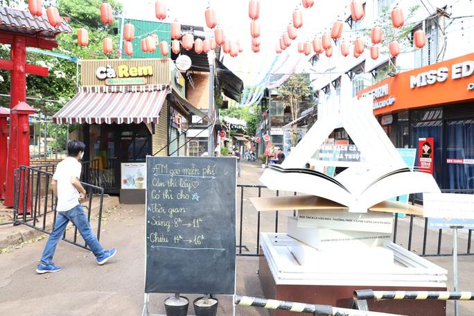 ATM gạo lan tỏa từ phố núi đến làng biển - Ảnh 8.