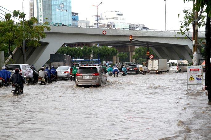 Thi công sửa chữa rốn ngập Nguyễn Hữu Cảnh bị đánh giá rất  chậm - Ảnh 3.