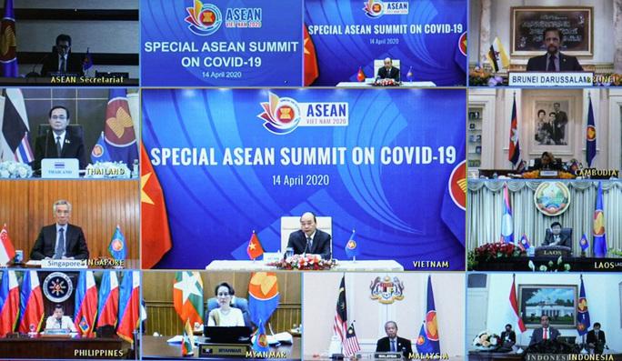 Cận cảnh Thủ tướng chủ trì Hội nghị cấp cao đặc biệt ứng phó Covid-19 - Ảnh 1.