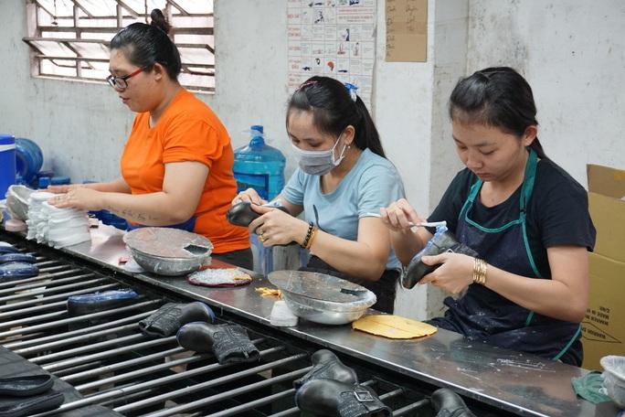 Hơn 22 triệu lao động Việt Nam dễ mất việc do dịch Covid-19 - Ảnh 2.
