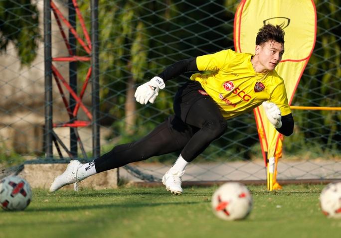 Đặng Văn Lâm treo găng thêm 6 tháng vì Thai League bắt chước Ngoại hạng Anh - Ảnh 2.