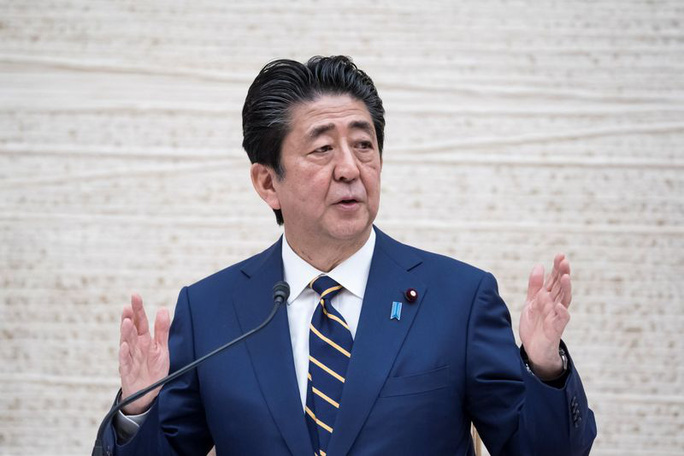 """Covid-19 tại Nhật: Nguy cơ 400.000 người tử vong, nghị sĩ vẫn đến """"phố đèn đỏ"""" - Ảnh 2."""