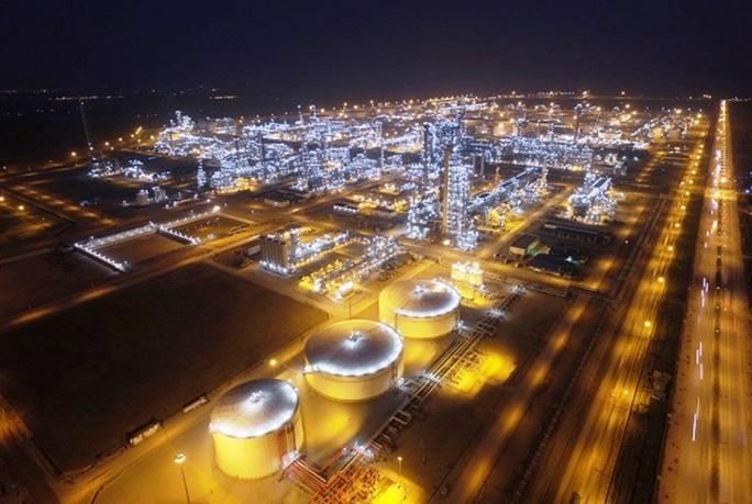 105 chuyên gia nước ngoài sẽ nhập cảnh vào làm việc tại Nhà máy lọc hóa dầu Nghi Sơn - Ảnh 1.