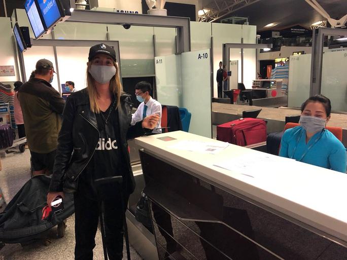 Chuyến bay đặc biệt đưa công dân từ Anh về Việt Nam - Ảnh 6.