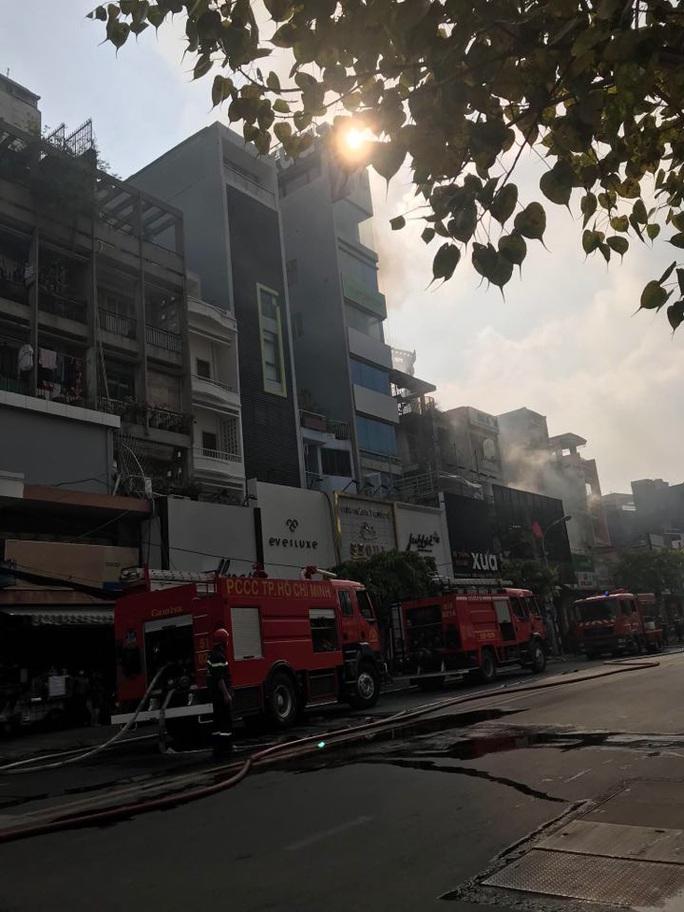 Cháy nhà mặt tiền số 42 Cách  Mạng Tháng 8, quận 3- TP HCM - Ảnh 2.