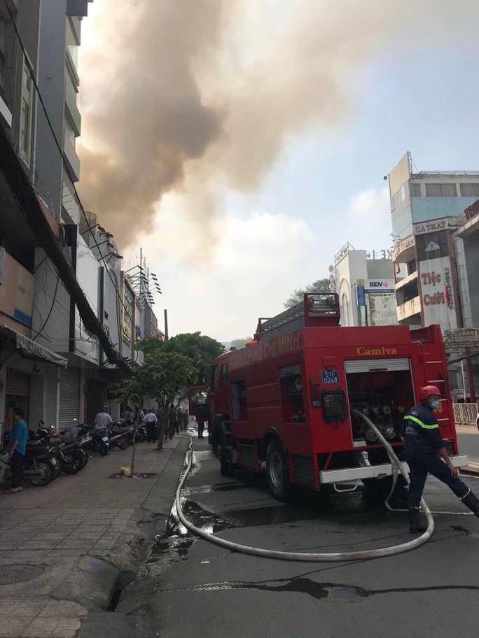 Cháy nhà mặt tiền số 42 Cách  Mạng Tháng 8, quận 3- TP HCM - Ảnh 3.