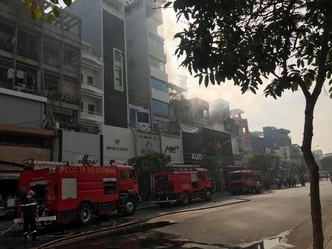 Cháy nhà mặt tiền số 42 Cách  Mạng Tháng 8, quận 3- TP HCM - Ảnh 4.