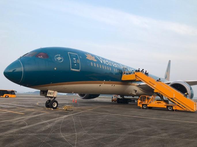Chuyến bay đặc biệt đưa công dân từ Anh về Việt Nam - Ảnh 1.