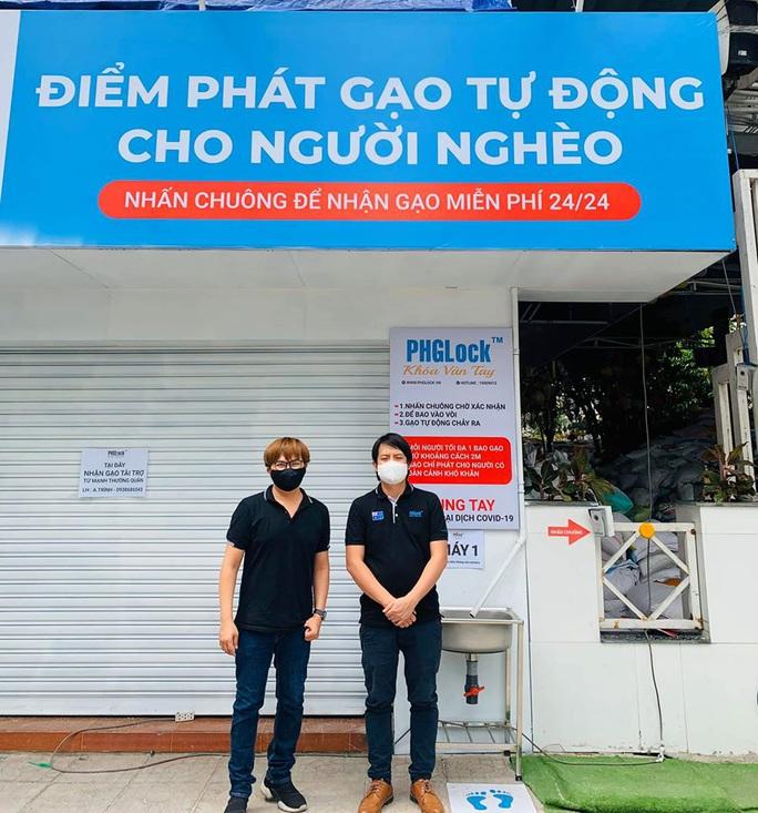 Nhiều nghệ sĩ mang gạo đến với người nghèo - Ảnh 2.