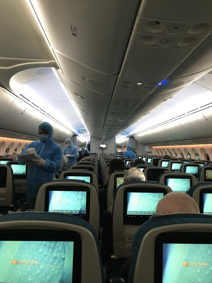 Chuyến bay đặc biệt đưa công dân từ Anh về Việt Nam - Ảnh 13.