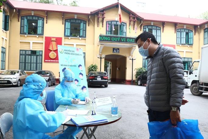 Bệnh viện Việt Đức lên tiếng về thông tin có nhân viên nhà ở Hạ Lôi, mắc Covid-19 - Ảnh 1.