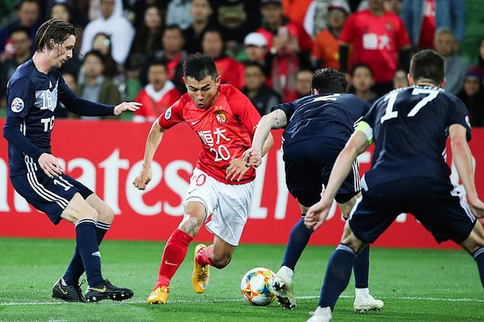 Gian lận biển số xe, tuyển thủ Trung Quốc bị Quảng Châu Evergrande sa thải - Ảnh 3.