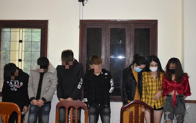 Hàng chục nam, nữ thuê khách sạn để chơi ma túy giữa mùa dịch covid-19 - Ảnh 1.