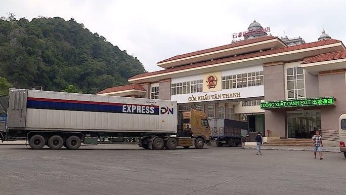 1.000 xe hàng ùn ứ, Lạng Sơn đề xuất tạm dừng tiếp nhận ở cửa khẩu Tân Thanh - Ảnh 1.