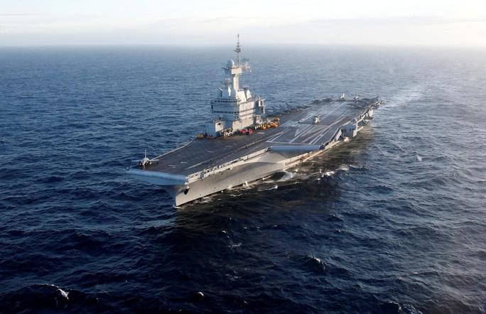Covid-19 lây lan mạnh trên tàu sân bay Pháp - Ảnh 1.