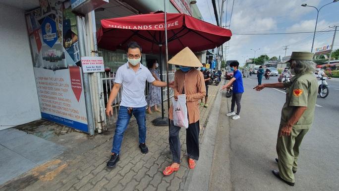 ATM gạo đã có mặt tại Cần Thơ, Long An - Ảnh 4.