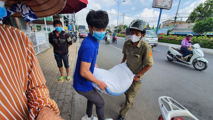 ATM gạo đã có mặt tại Cần Thơ, Long An - Ảnh 2.