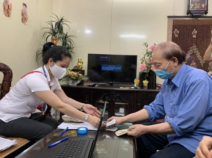 Hà Nội chi trả gần 4.000 tỉ đồng tiền lương hưu tại nhà cho 440.000 người - Ảnh 1.
