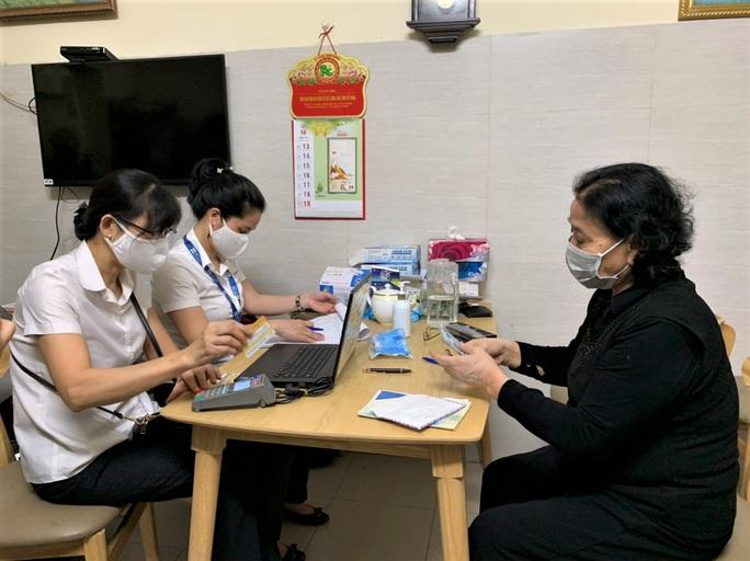 Hà Nội chi trả gần 4.000 tỉ đồng tiền lương hưu tại nhà cho 440.000 người - Ảnh 2.