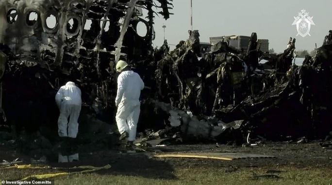Máy bay bị sét đánh, Nga buộc tội cơ trưởng gây ra lửa hoả ngục - Ảnh 5.