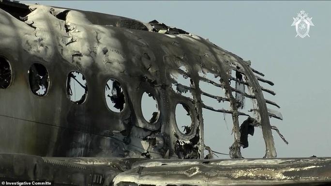 Máy bay bị sét đánh, Nga buộc tội cơ trưởng gây ra lửa hoả ngục - Ảnh 4.