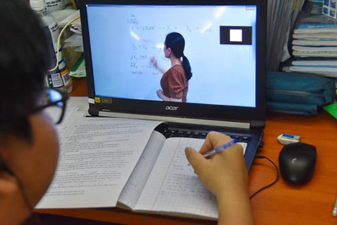 Mệt mỏi với học trực tuyến - Ảnh 1.