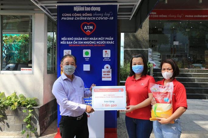 Cận cảnh ATM thực phẩm miễn phí dành cho người nghèo - Ảnh 10.