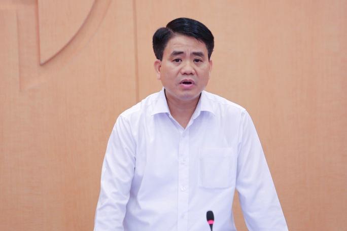 Bộ Công an gọi nhiều cán bộ y tế của Hà Nội làm việc về việc mua sắm thiết bị y tế - Ảnh 1.