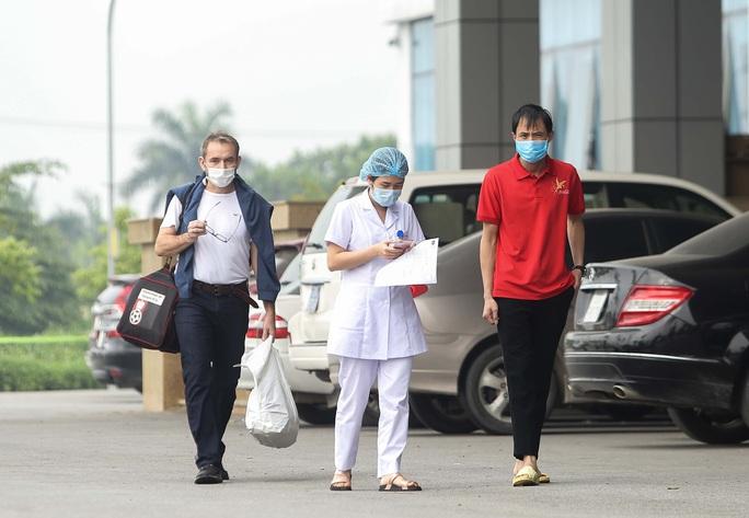 Nữ phóng viên và 16 bệnh nhân được công bố khỏi bệnh Covid-19 - Ảnh 1.