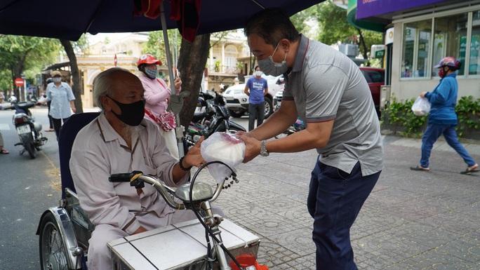 """""""ATM thực phẩm miễn phí"""" lan tỏa lòng nhân ái, sự sẻ chia - Ảnh 2."""