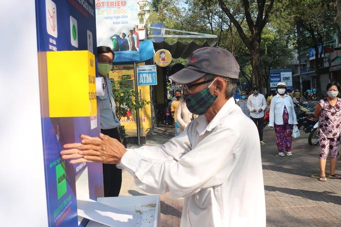 """""""ATM thực phẩm miễn phí"""" lan tỏa lòng nhân ái, sự sẻ chia - Ảnh 3."""