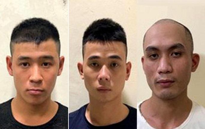 3 thanh niên tấn công đại úy công an tại chốt chống dịch Covid-19 - Ảnh 1.