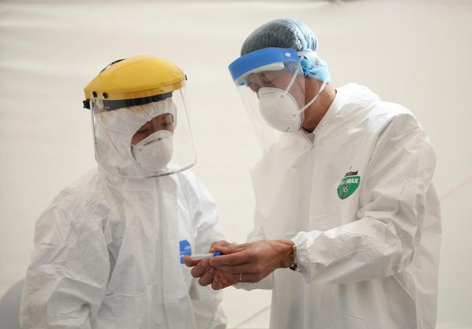 800 nhân viên y tế tuyến đầu sẽ tiêm thử nghiệm vaccine ngừa lao và bệnh Covid-19 - Ảnh 1.