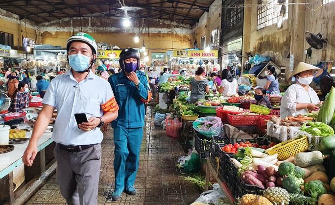 Quảng Nam xét nghiệm tại các chợ, cách ly người về từ nơi nguy cơ cao - Ảnh 1.
