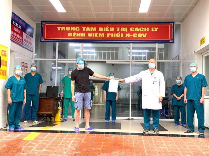 Nhìn lại 15 ngày Việt Nam cách ly xã hội ghìm cương dịch Covid-19 - Ảnh 9.