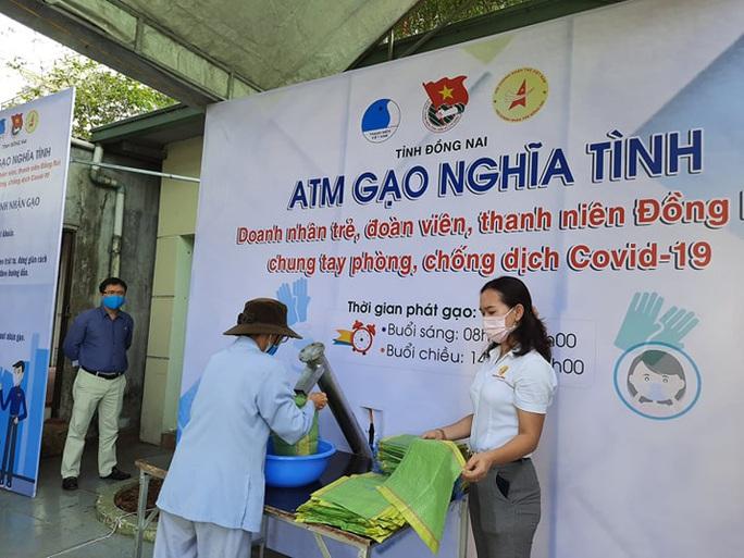 3 ATM gạo cho người khó khăn ở Đồng Nai - Ảnh 1.