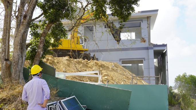 Tháo dỡ biệt thự không phép của Công ty Cáp Treo Vũng Tàu - Ảnh 6.