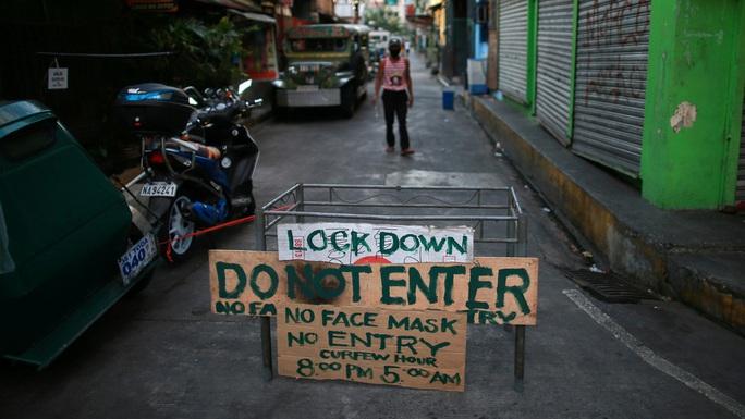 Ông Duterte lệnh cho cảnh sát bắn người vi phạm quy định kiểm dịch Covid-19 - Ảnh 1.
