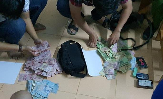 Công an Quảng Ngãi bắt 2 tên cướp ngân hàng ở Quảng Nam - Ảnh 1.