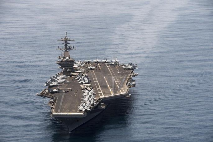 """Tàu sân bay Mỹ bị """"trói chân"""" vì Covid-19 - Ảnh 1."""
