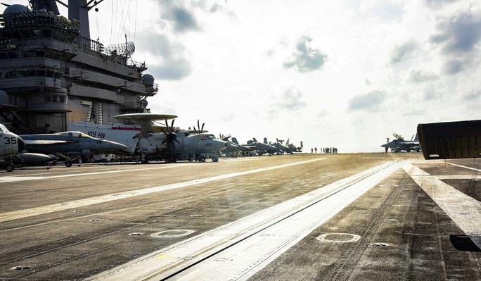 """Tàu sân bay Mỹ bị """"trói chân"""" vì Covid-19 - Ảnh 2."""