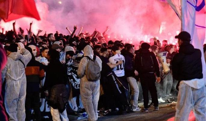 Chính thức: UEFA hoãn vô thời hạn Champions League và Europa League, nhưng...  - Ảnh 3.