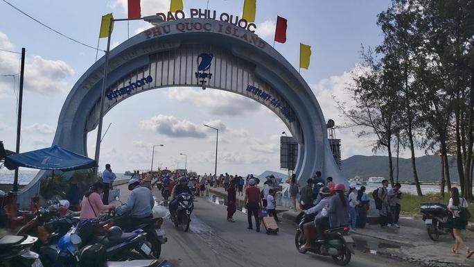Tin vui cho hành khách đến đảo ngọc Phú Quốc - Ảnh 1.