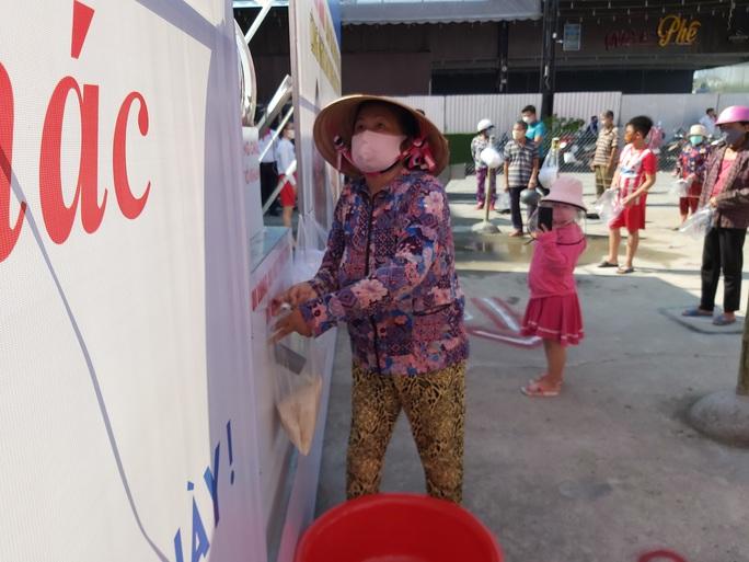 """""""ATM gạo"""" giúp mát lòng người nghèo vùng hạn mặn ở Cà Mau, Bạc Liêu và Kiên Giang - Ảnh 33."""