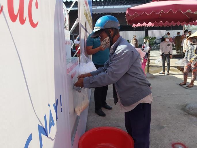 """""""ATM gạo"""" giúp mát lòng người nghèo vùng hạn mặn ở Cà Mau, Bạc Liêu và Kiên Giang - Ảnh 34."""