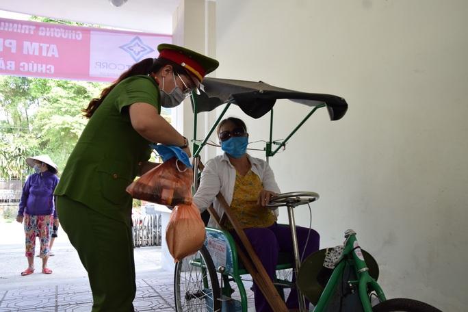 Tam Kỳ đưa vào hoạt động 3 ATM gạo giúp người nghèo - Ảnh 7.