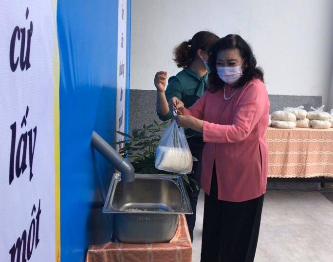 NSND Kim Cương hỗ trợ người nghèo hạt gạo yêu thương - Ảnh 4.